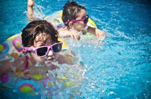 5 ข้อสำคัญ ก่อนเลือกชุดว่ายน้ำเด็ก ให้กับลูกน้อย