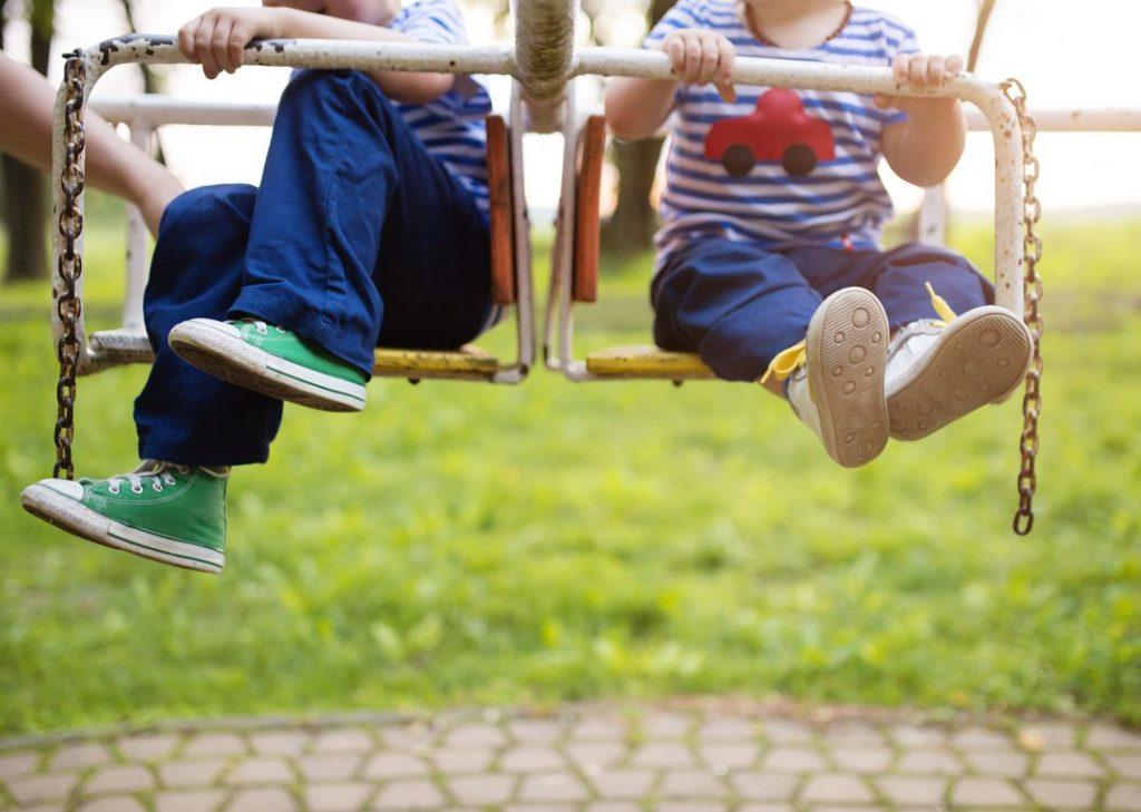 แพทย์ศัลยศาสตร์กระดูกและข้อ แนะวิธีเลือกรองเท้าอย่างไรให้เหมาะกับช่วงวัยลูกน้อย